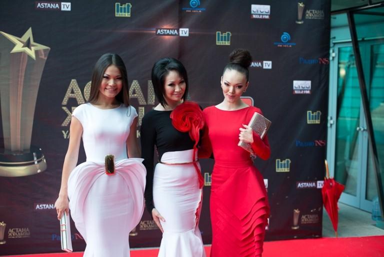 Казахстанские звезды в платьях