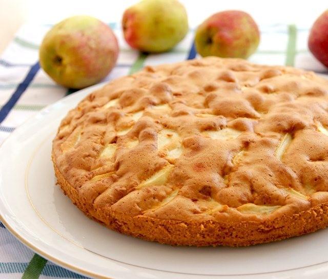 Шарлотка с яблоками простая в духовке рецепт