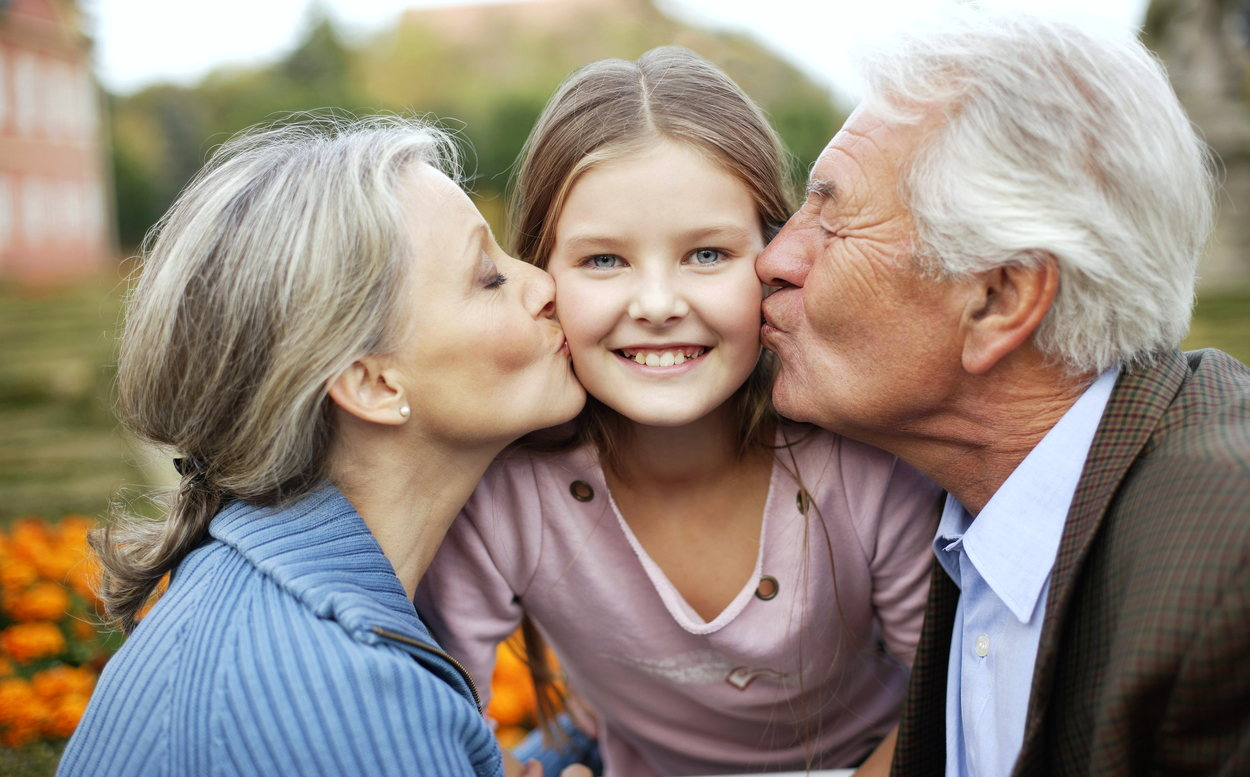 Внук целует бабушку везде фото 786-119