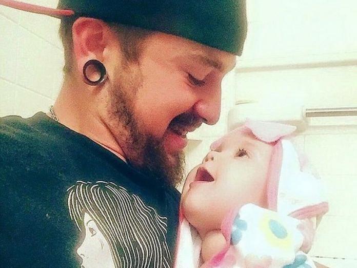 Отец уговорил дочку первый раз