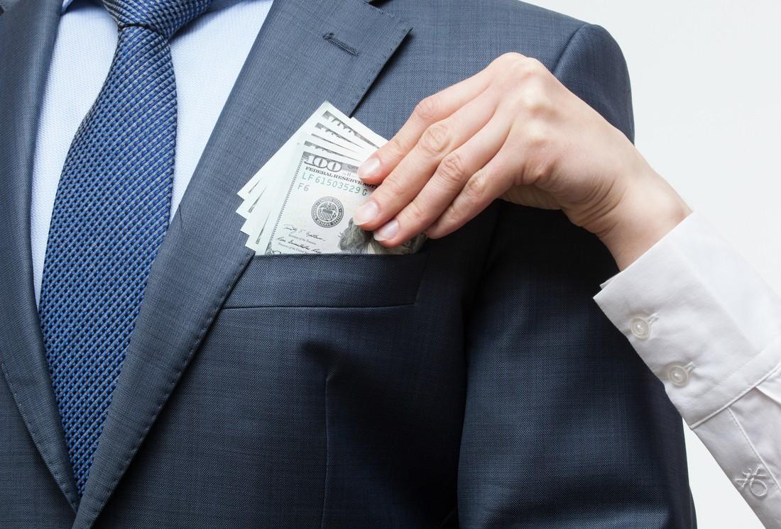 Женатый офицер год обманывал девушку и исчез, заняв 5000$ на ...