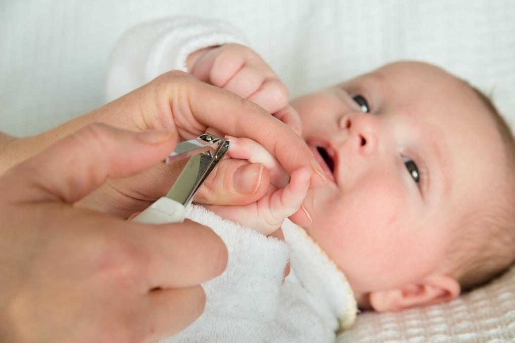 Почему нельзя стричь ногти новорожденному 146