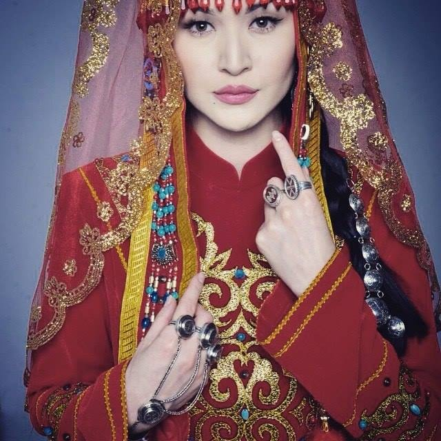 f1009a937ff5ec7 «Казахский свадебный головной убор саукеле 100% заимствован у саков, для  которых остроконечный высокий колпак служил