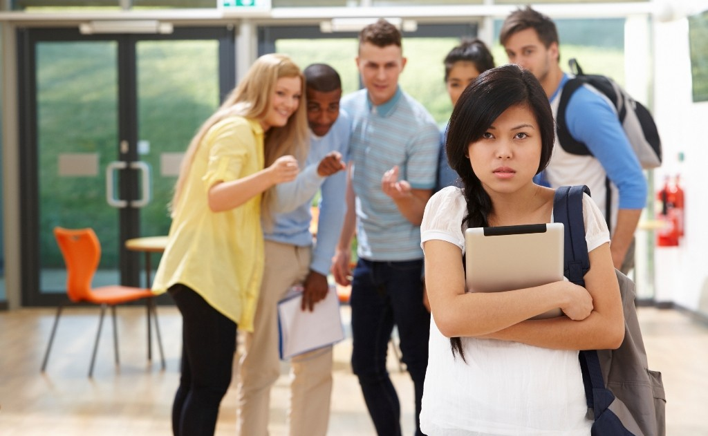 the impact of social media on high school students The use of social media among students has reached high levels and has affected their study time, poor grammar and wrong spellings when socializing on social media as well as diverting their attention from their studies (ndaku, 2013.
